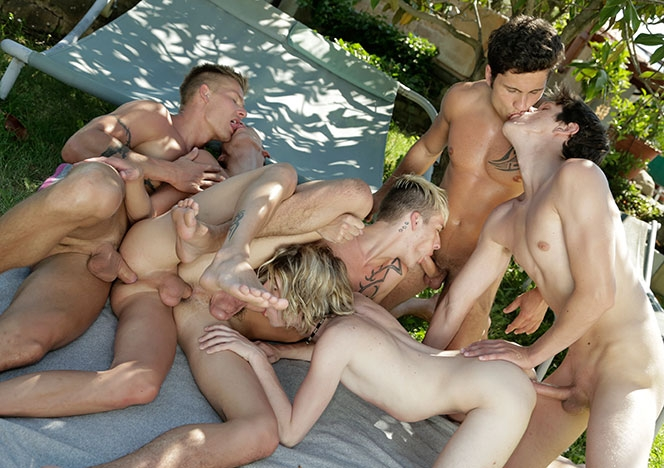 Horny Twinks Outdoor Fucking