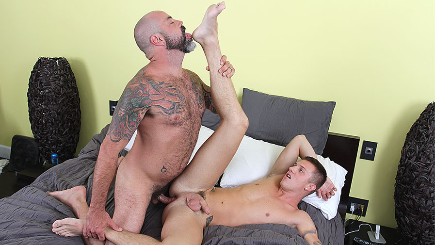 Bisexual jock sucked while getting plowed