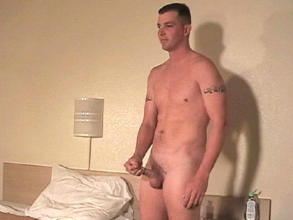 ManSurfer Troy - Marines / 25 / 6'4 / 210 / 6.5c - Solo