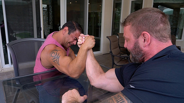 urapywka.ru Draven Navarro & Colby Jansen - Arm Wrestling Challenge