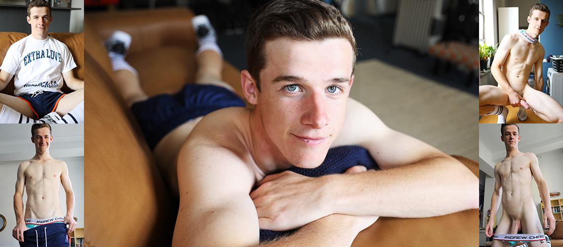 urapywka.ru Brad Hunter's test nude shoot on the new couch