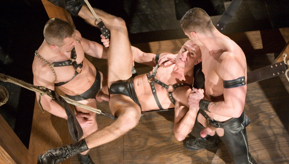 Gay men in leather fucking