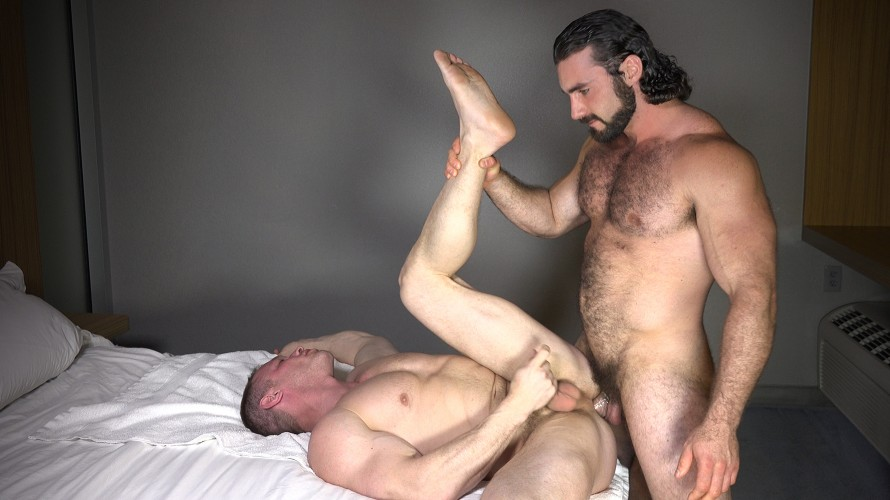 Twink makes his straight muscle mate cum