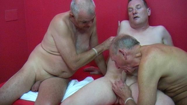 Mature gay sauna porn